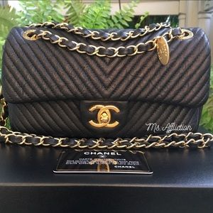 CHANEL Authentic New Chevron Chèvre Gold Small Bag